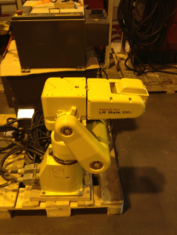 Fanuc Robot LR Mate 200i With Rj3